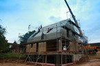 Massivholzbauweise mit SWISS KRONO <strong>MAGNUM</strong>BOARD® OSB: Ein Wohlfühlhaus binnen kürzester Zeit
