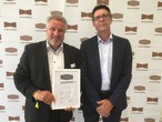 Master carpenter Harald Sauter and Dirk Müller, who heads OSB production at SWISS KRONO GmbH, accepted the distinction in Stuttgart.