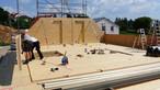 Massivholzbauweise mit SWISS KRONO <strong>MAGNUM</strong>BOARD® OSB: Exakte Vorfertigung der Elemente