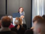 Vortrag von Carolin Steigemann, SWISS KRONO-Anwendungstechnikerin