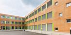 Временная школа модульной конструкции из плит SWISS KRONO ОСП-3 Longboard в Нюрнберге. В данном случае здание состоит из 86 связанных друг с другом модулей.
