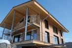 Modernes, energiesparendes Bauen mit Holzwerkstoffen: Hier wurde SWISS KRONO OSB großflächig verarbeitet – ohne Abstriche in puncto Wohngesundheit.