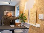 Harald Sauter im Gespräch mit einem Teilnehmer der Architektenveranstaltung